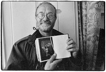 2. II. 1993 -  JOSEF KOUDELKA IS SHOWING ME HIS DAUGHTER - Click here for bigger picture